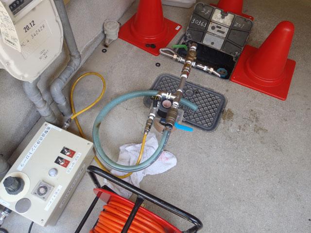 給水管衝撃波洗浄作業