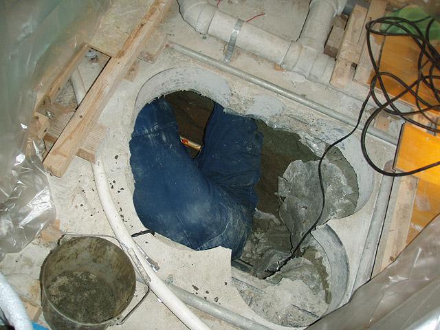 ユニットバス床下汚水管改修