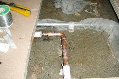 床下給湯管漏水修繕